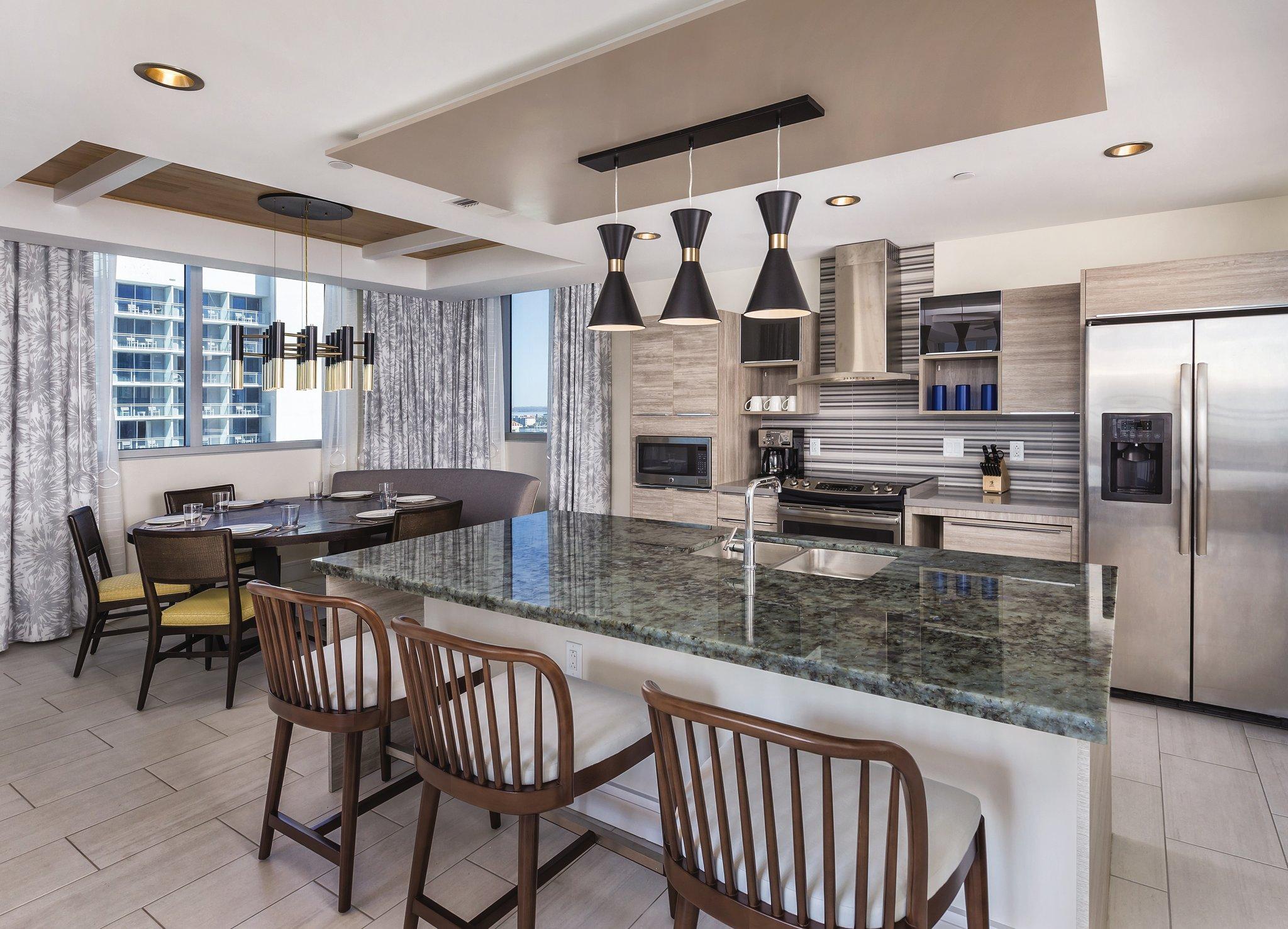 Wyndham Clearwater Beach Resort Kitchen and Dining