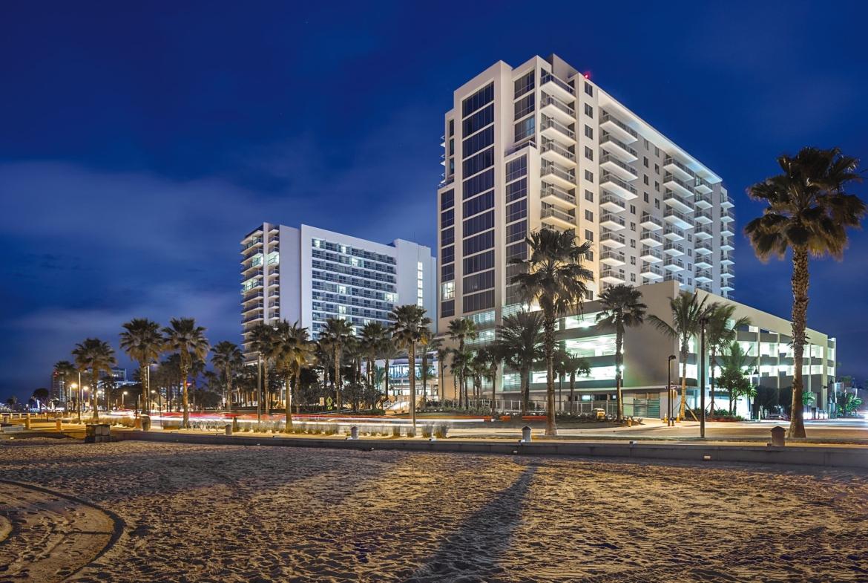 Wyndham Clearwater Beach Resort at Night