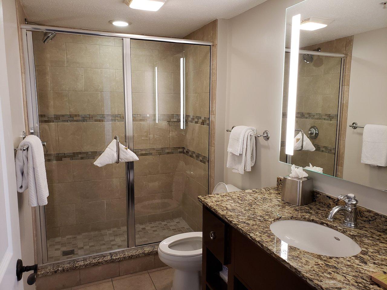 Anderson Ocean Club and Spa Bathroom