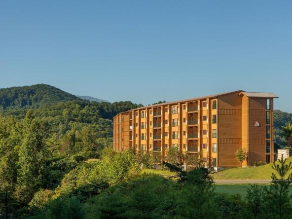 Bluegreen MountainLoft Property with Mountain View