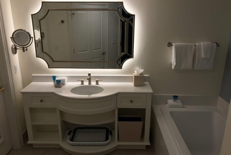 Disney's Saratoga Springs Resort and Spa Bathroom Sink Tub