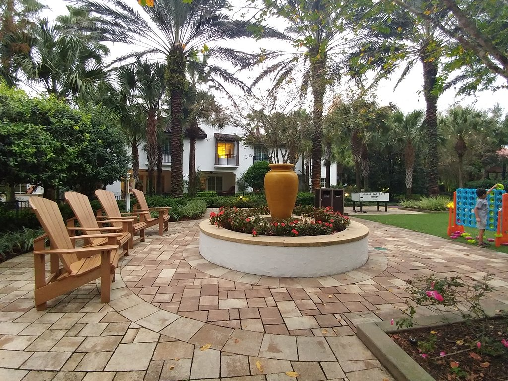 Marriott's Lakeshore Reserve Courtyard