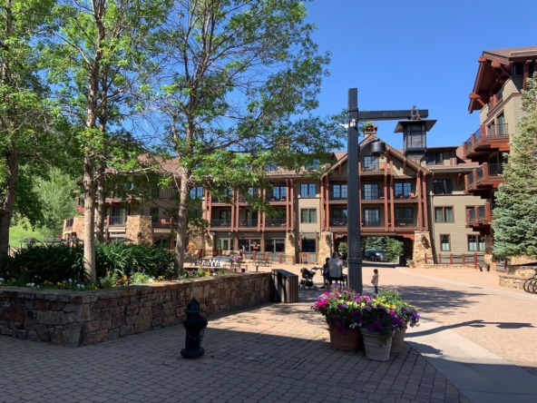 Ritz-Carlton Club Aspen Highlands Exterior