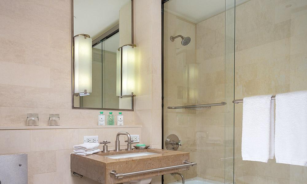 Wyndham Midtown 45 At New York City 1 Bedroom Deluxe Bathroom