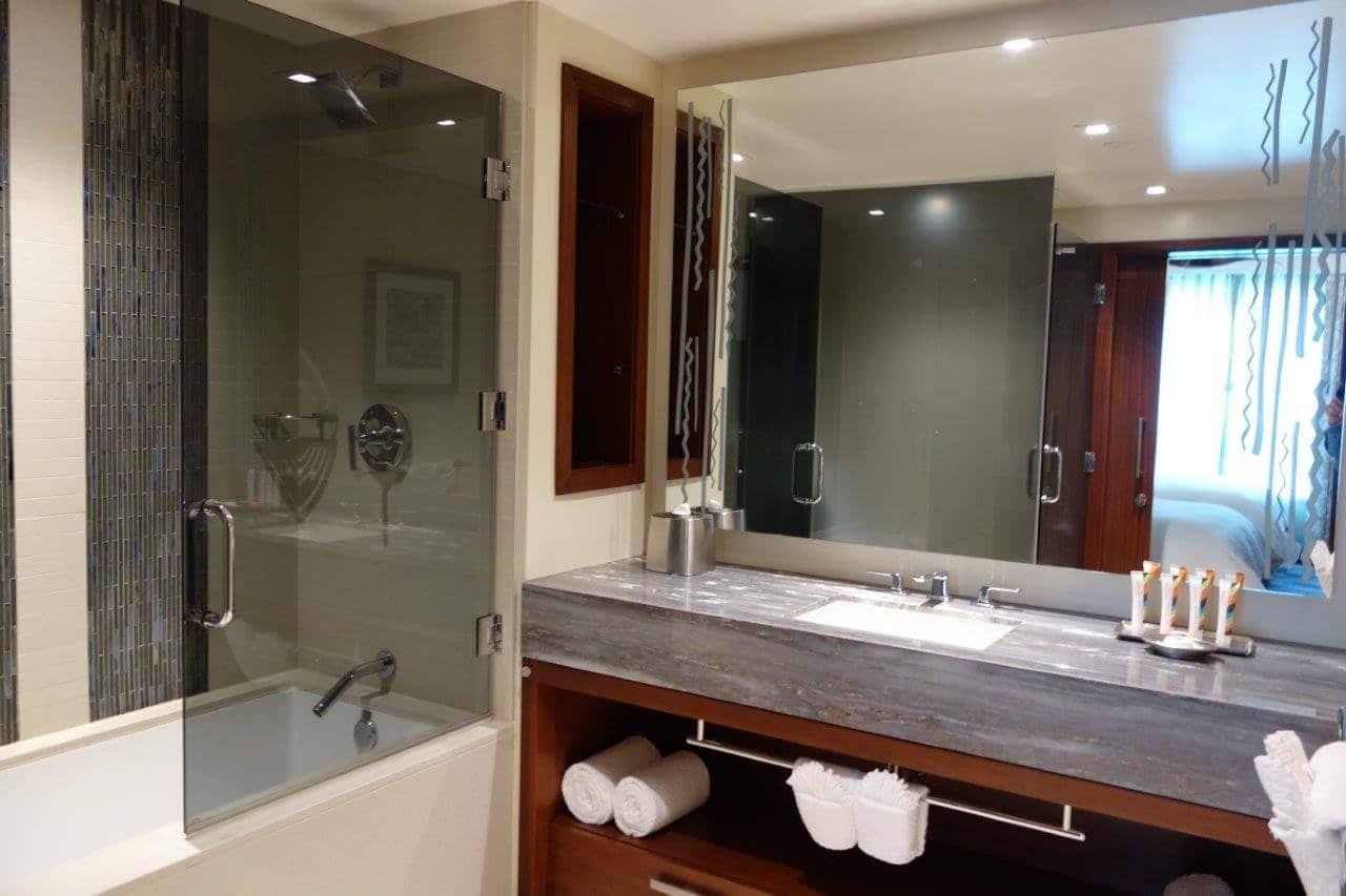 Hilton Grand Vacations The Grand Islander Bathroom
