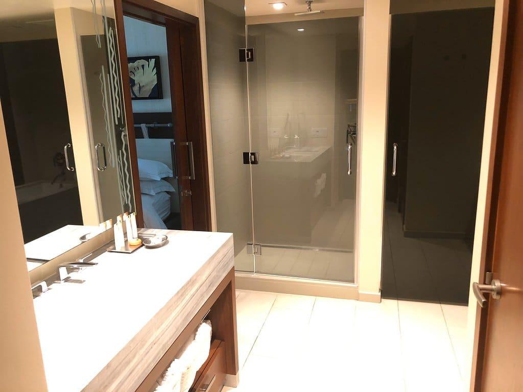 Hilton Grand Vacations The Grand Islander Bathroom View 2