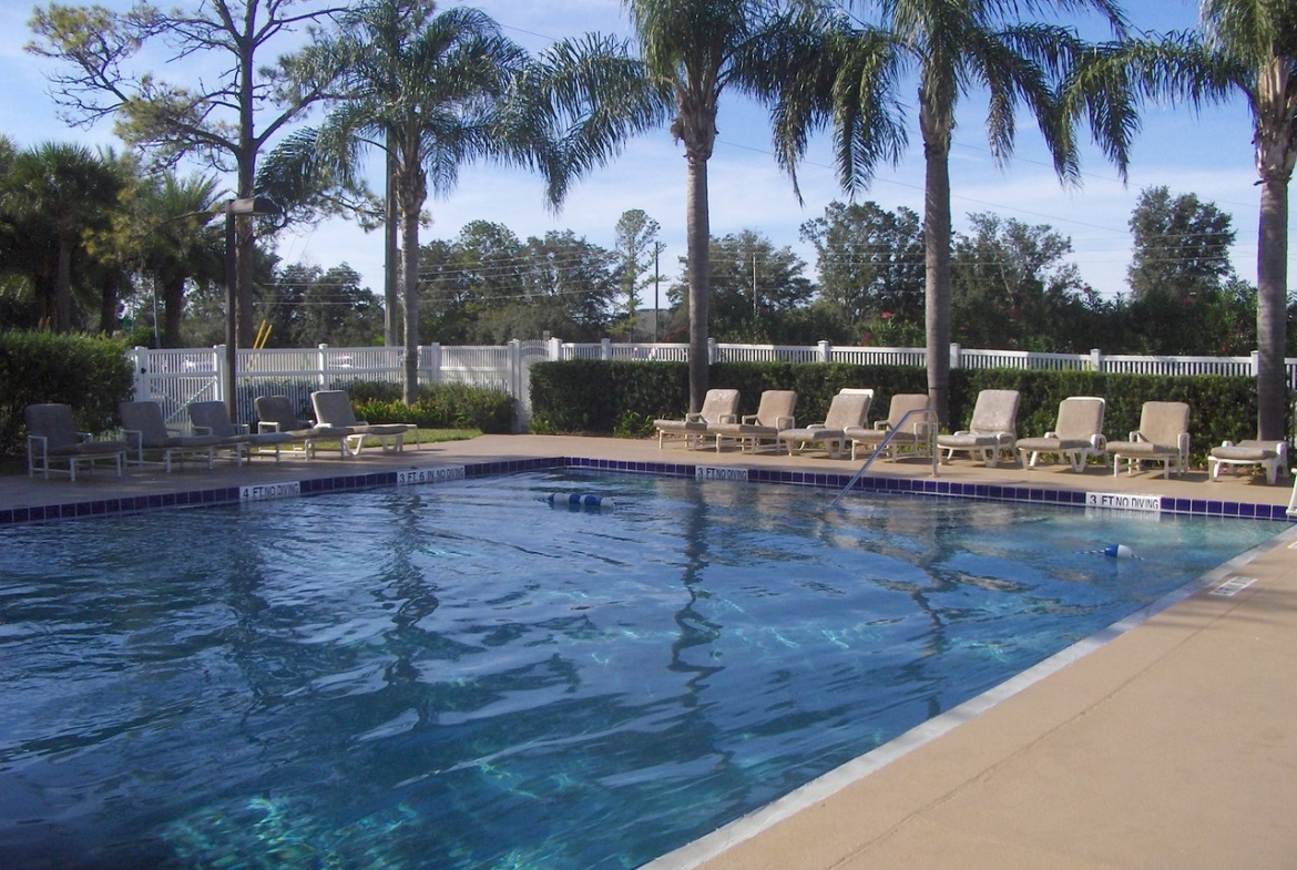 Alhambra Villas At Poinciana Pool