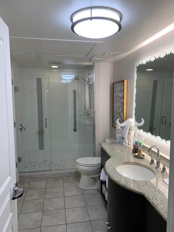Hilton Grand Vacations at McAlpin-Ocean Plaza Bathroom