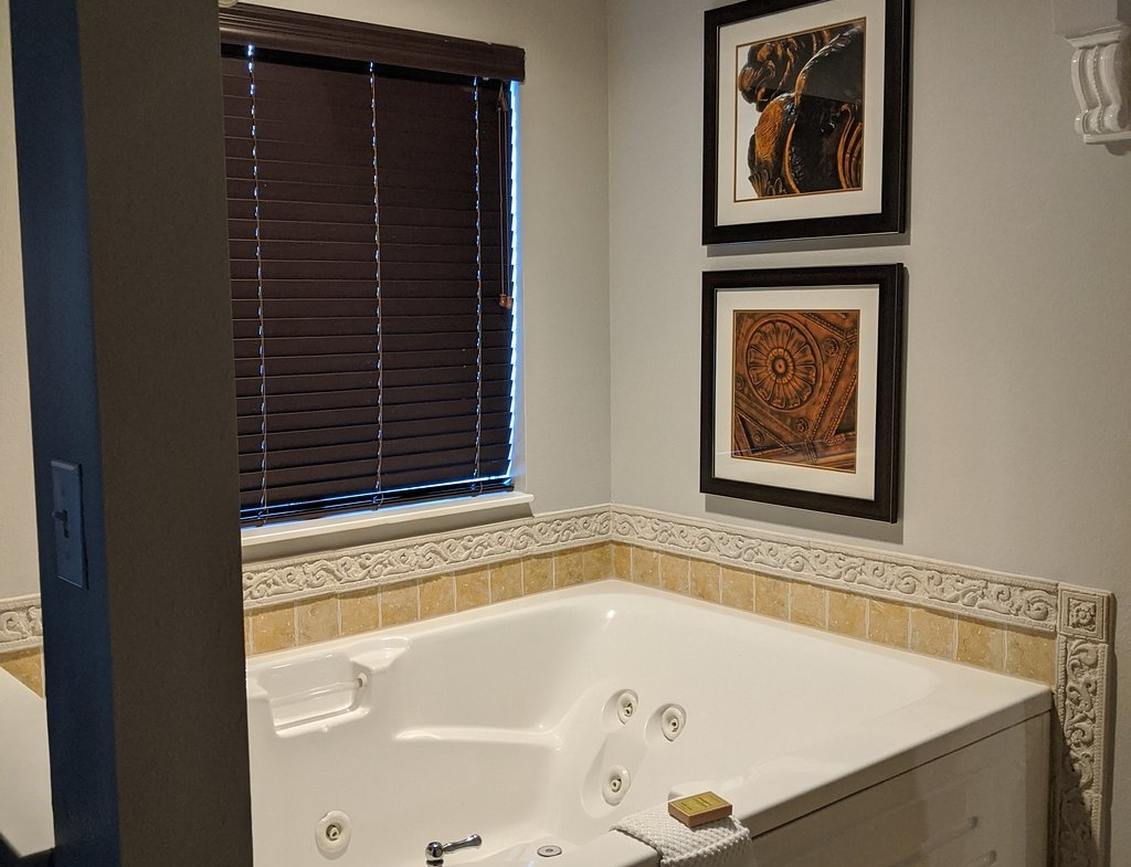 Hilton Grand Vacations at Tuscany Village Bathroom