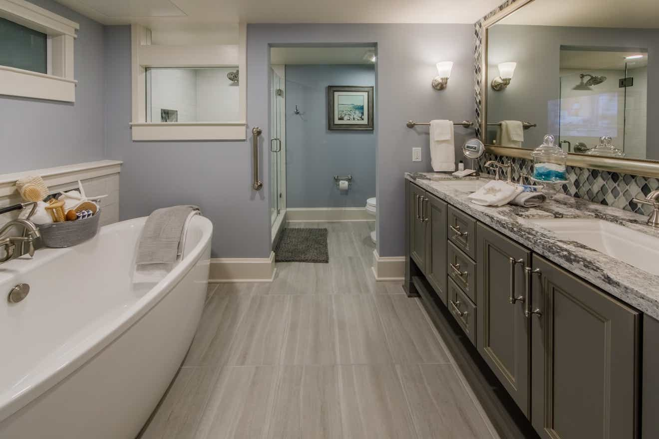 Holiday Inn Club Vacations Cape Canaveral Beach Resort 4 Bed Signature Bathroom