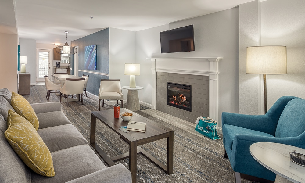 Club Wyndham Newport Onshore Living Overview