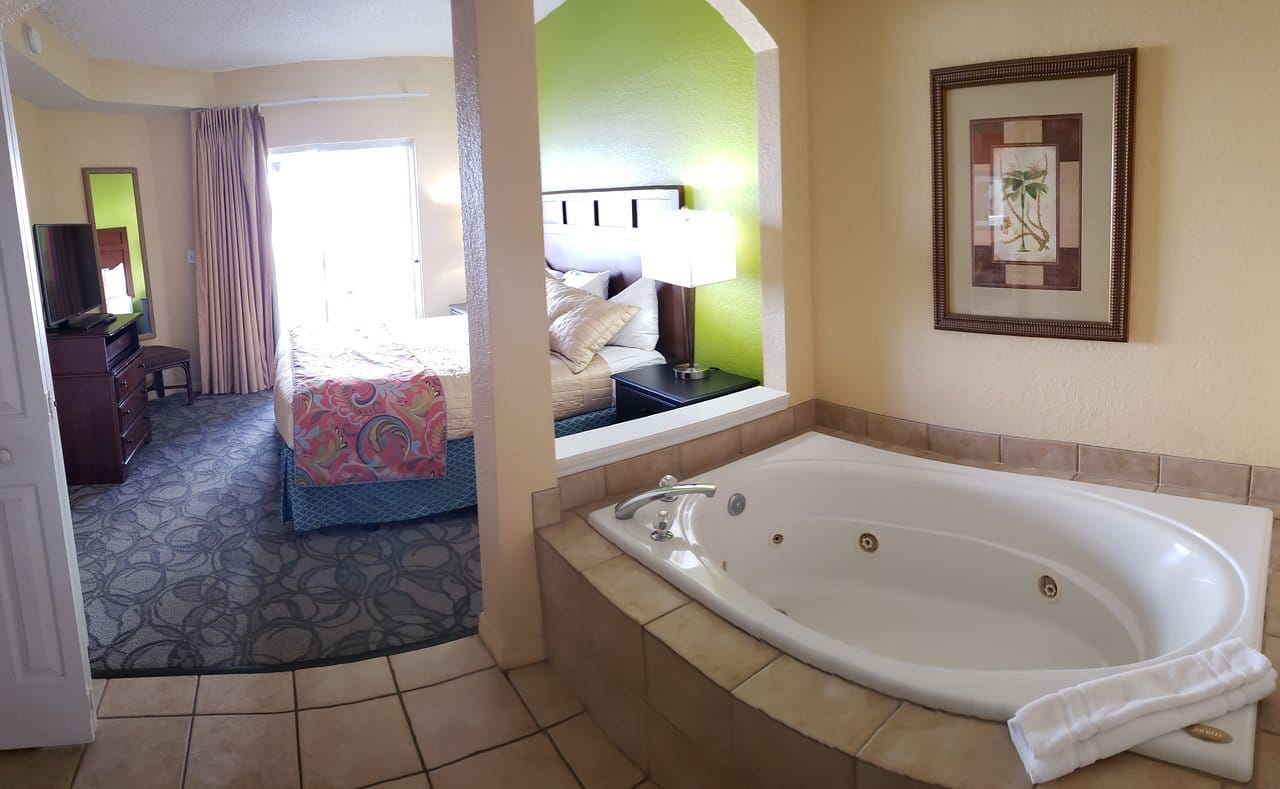 Vacation Village at Parkway Bed Jacuzzi